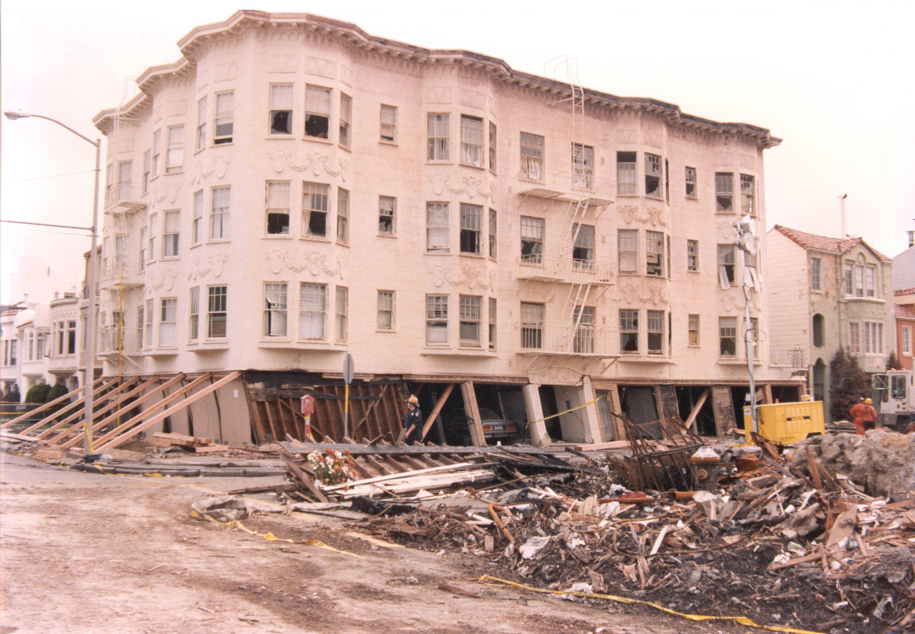 the loma prieta earthquake The 1989 loma prieta earthquake ended decades of tranquillity in the san francisco bay region it was a wakeup call to prepare for the potentially even more devastating shocks that are inevitable in the future.